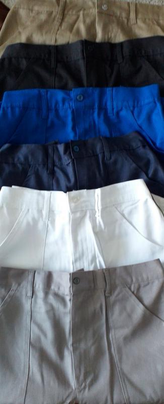 Calça profissional masculina em brim